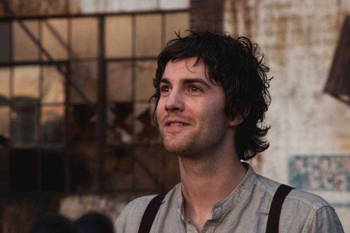 Jim-Sturgess-in-Upside-Down-2012-Movie-Image-3